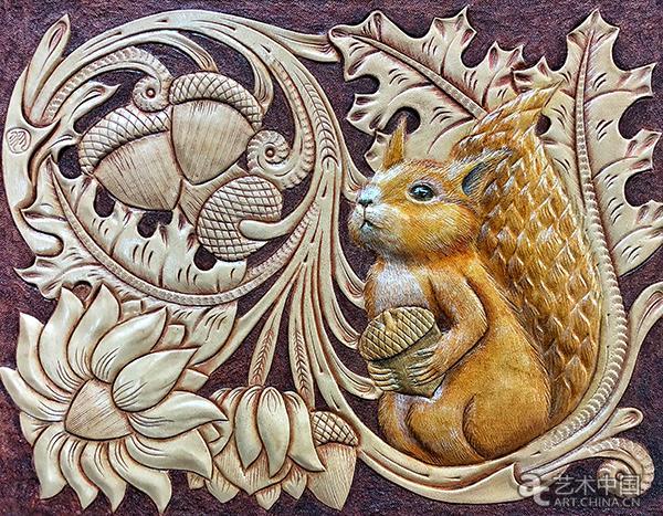 叶度羽,皮雕画《松鼠与橡果》,2018年,北京