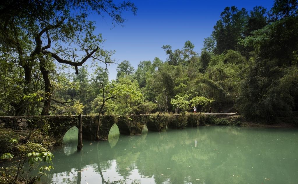 创新图片  小七孔风景区位於贵州荔波县城南部30余公里的群峰之中