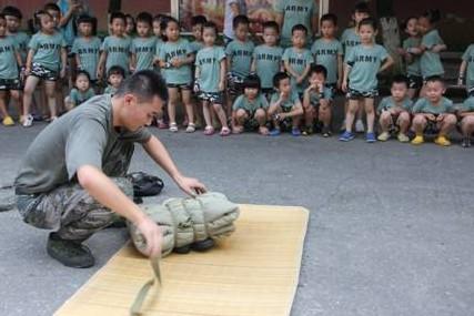 暑假活动:重庆红黄蓝中华坊幼儿园宝宝探秘军营